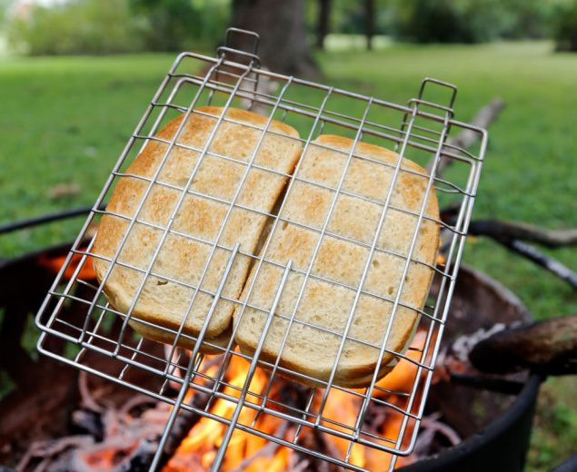 The Road Tripper's Tuna Melt is a simple and flexible meal for the nomad. Most of the ingredients do not need any chilling to preserve and you can eat it hot or cold (though it wouldn't be a melt then)