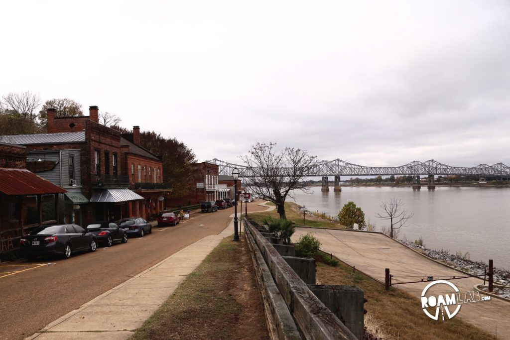 Driving through Natchez, along the Mississippi shoreline and the end (or beginning) of the Natchez Trace.